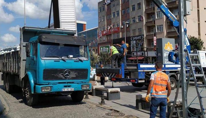 Sultanbeyli Meydanı Yeni Dev Ekranlarına Kavuşuyor