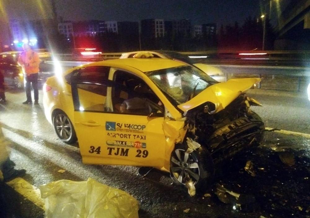 TEM'de Taksi Tıra Arkadan Çarptı: 1 Ölü