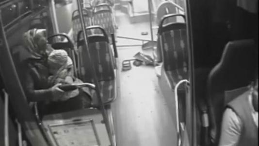Sultanbeyli'de Otobüsler Çarpıştı