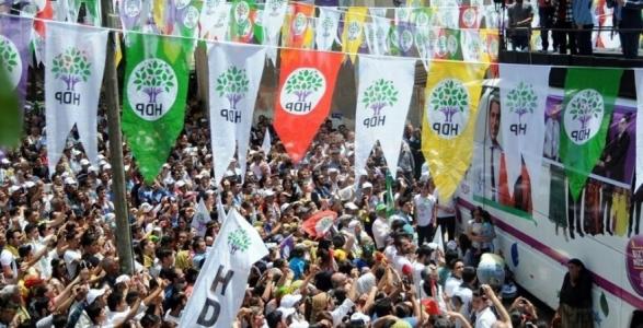 HDP, Ev Ev Dolaşarak 'Sandığa Gidin' Çağrısı Yaptı