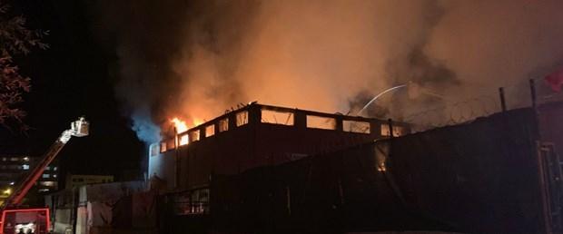 Sultanbeyli'de Mobilya Atölyesinde Yangın