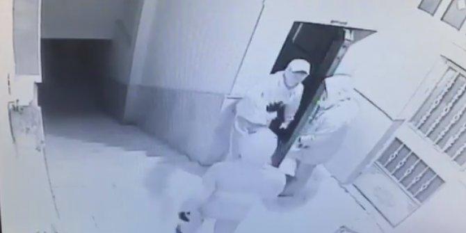 Sultanbeyli'de İş Yerine Giren Hırsızların Yakalanma Anları Kamerada