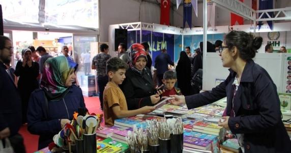 Sultanbeyli'de Kitap Fuarı'na Büyük İlgi