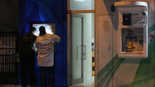 Sultanbeyli'de ATM'leri Ateşe Verip Kaçtılar
