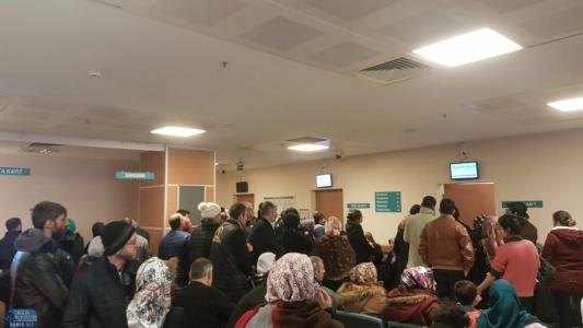 Sultanbeyli Devlet Hastanesi'nde Kuyruk Çilesi
