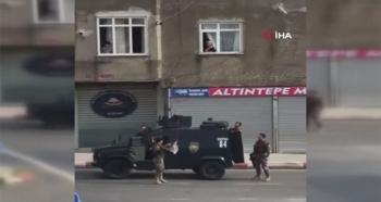 Vatandaştan Özel Harekat Polislerine Dronlu Çikolata İkramı