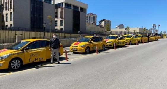 Sultanbeyli'de Taksicilerden Sağlıkçılara Ücretsiz Taşıma Hizmeti