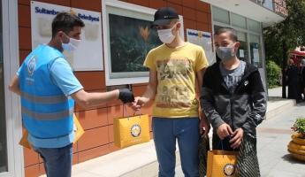Sultanbeyli Belediyesi'nden Gençlere Kitap Sürprizi