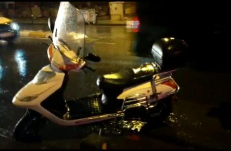 Sultanbeyli'de Otomobil Motosiklete Çarptı, Sürücü Ağır Yaralandı